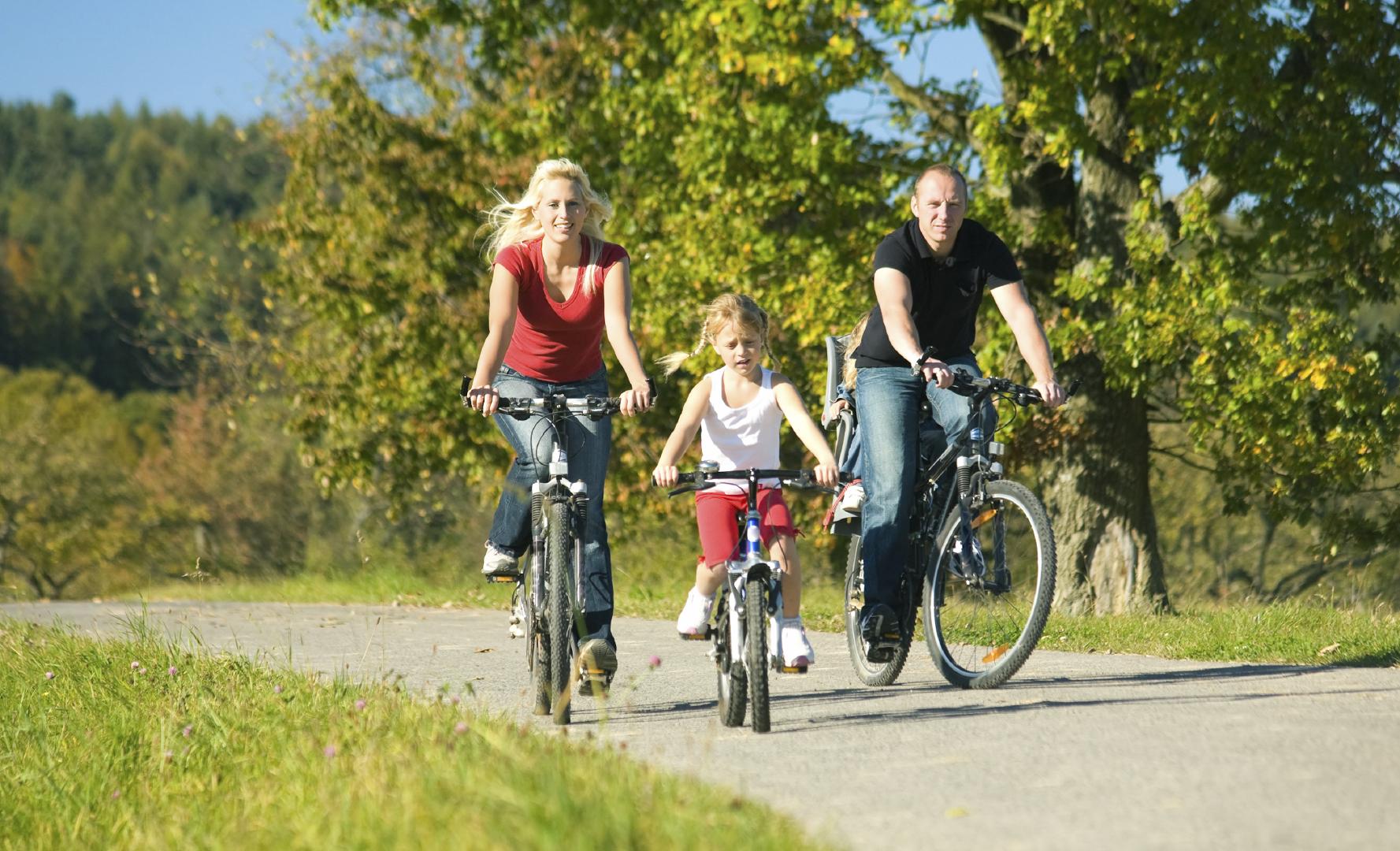 http://otsl.pbworks.com/f/1328549525/family-biking.jpg